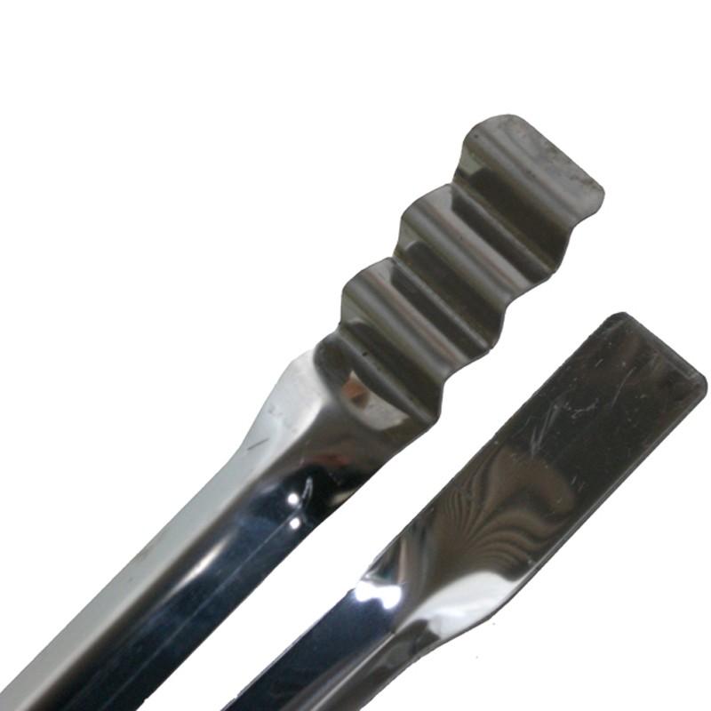 Dettaglio pinza in acciaio inox